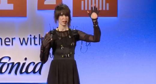 Imogen Heap's Musical Glove performance